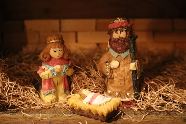 Keep Christ at the Center of Christmas with Shauna Lettelier